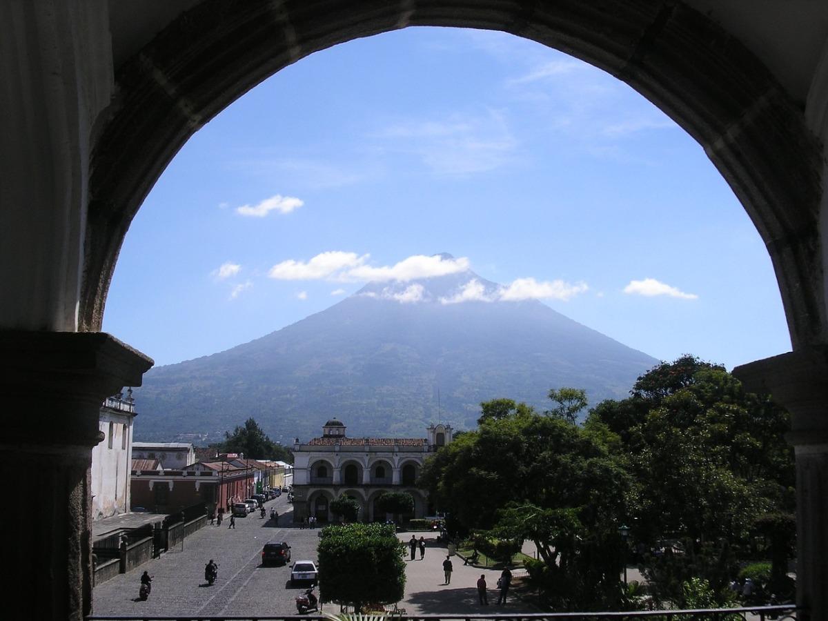Que Bajito nos Hablaba Antigua Guatemala